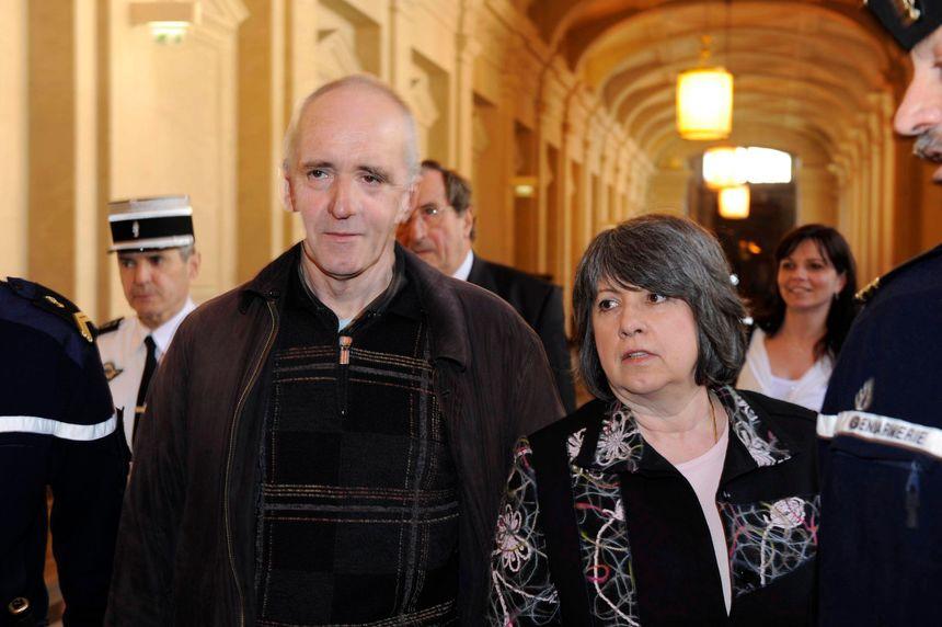 Avec sa femme de l'époque, Béatrice, lors de sa libération en 2012
