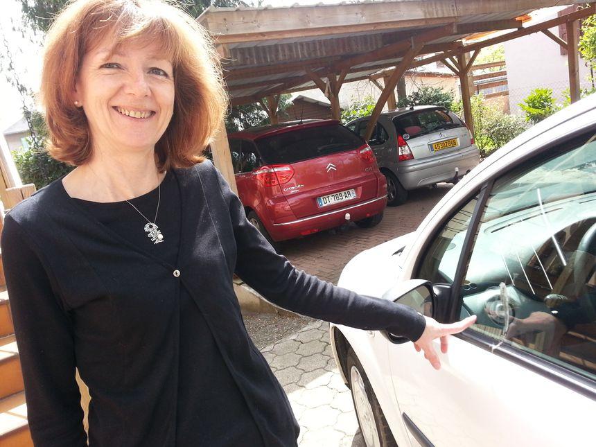Evelyne Mac Mahon victime de fientes sur sa voiture