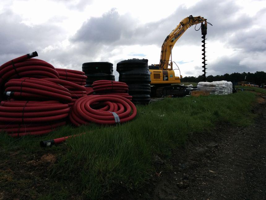 Des kilomètres de tuyaux sont installés