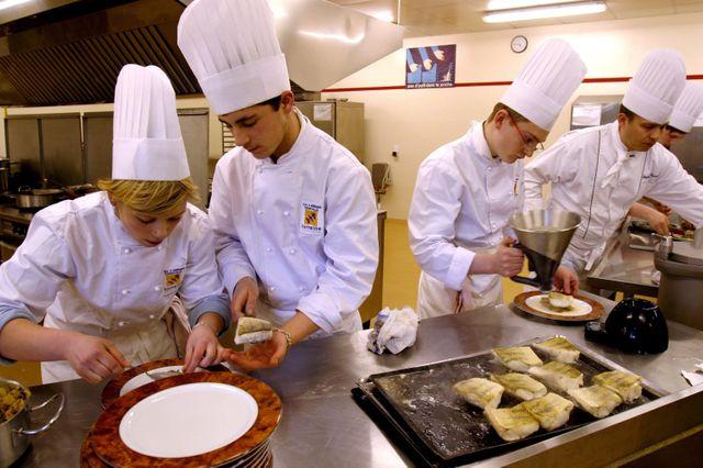 Parmi lesprévisions de recrutement 2016, les apprentis de cuisine
