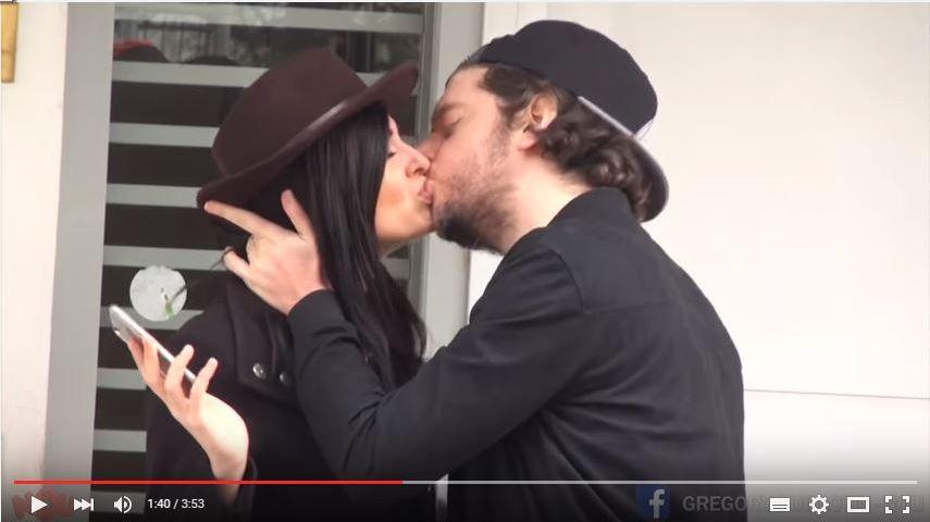 Nou, le YouTubeur qui embrasse plus vite que son ombre