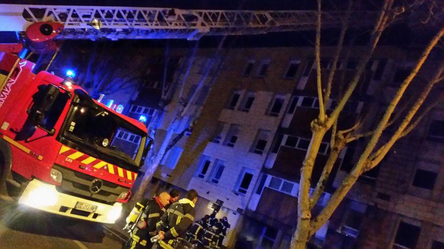 Le feu a pris dans les caves d'un immeuble de quatre étages