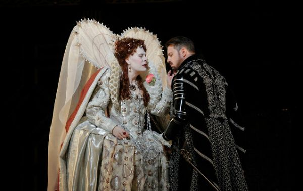 Sondra Radvanovsky (Elisabetta) & Matthew Polenzani (Roberto Devereux) ©KEN HOWARD / METROPOLITAN OPERA