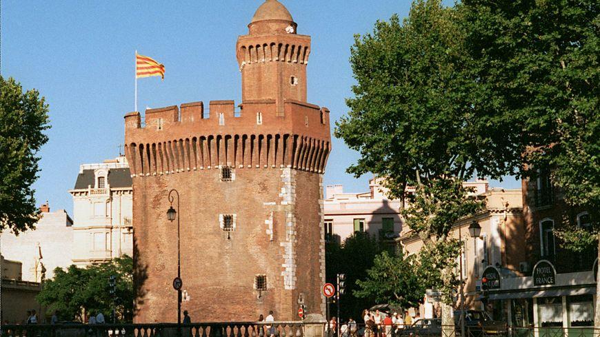 Le drapeau catalan flotte sur le Castillet à Perpignan
