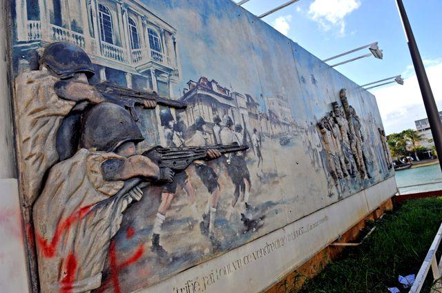 Monument à Pointe-à-Pitre commémorant le souvenir d'un massacre qui aurait été commis par les gardes mobiles en mai 1967, à la s