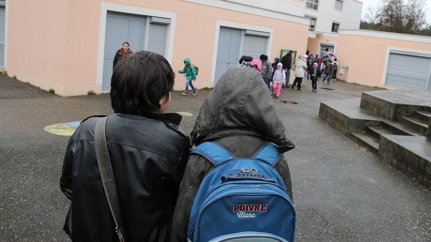 Élèves à l'école de Villefontaine, dans le Nord-Isère
