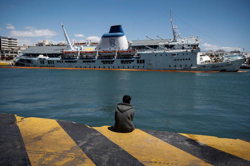 un migrant au Pirée, 26 avril 2016