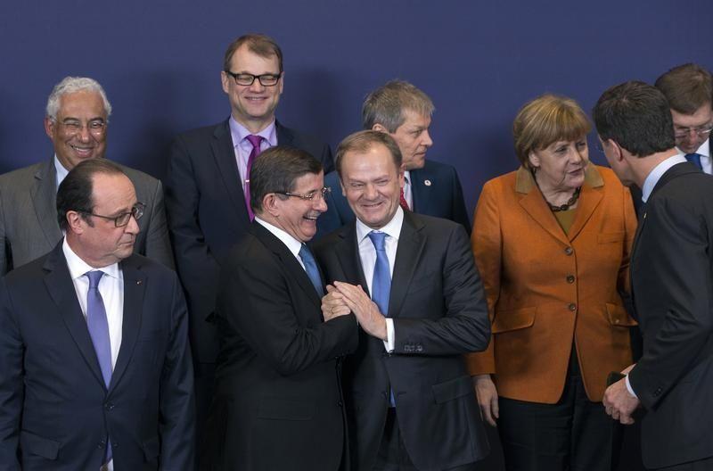 Le Premier ministre turc Ahmet Davutoglu en compagnie des leaders européens