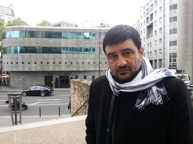 David Vallat devant Radio France, avril 2016