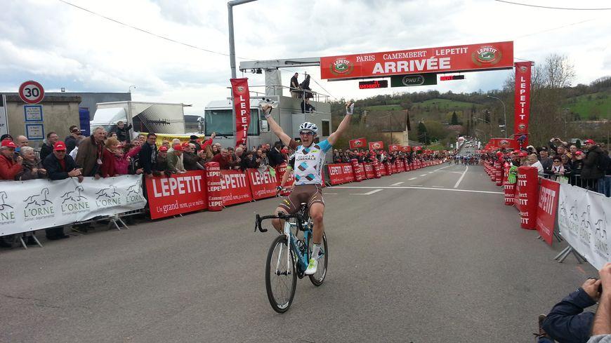 La joie de Cyril Gautier, vainqueur de Paris-Camembert