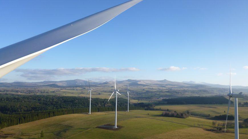 Le parc de St-Julien-Puy-Lavèze compte six éoliennes.