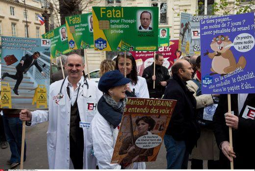 Manifestation de médecins devant l'Assemblee Nationale le 31 mars 2015