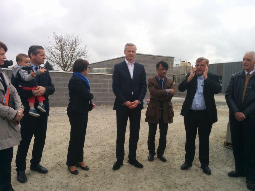 Bruno Le Maire accompagné de Bruno Belin, le président du conseil départemental.