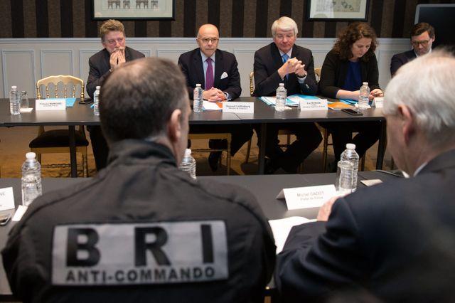Bernard Cazeneuve présente le nouveau schéma d'intervention