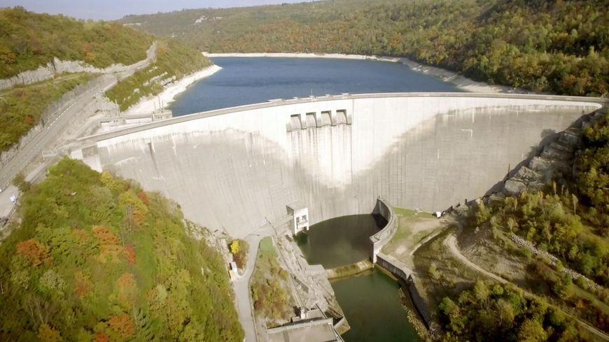 À Vouglans (Jura), le troisième plus grand barrage de France (crédit photo: EDF)