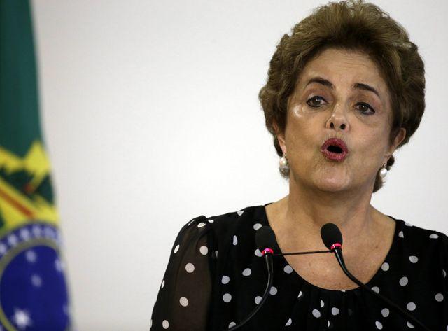 Dilma Rousseff joue son mandat lors d'un vote.