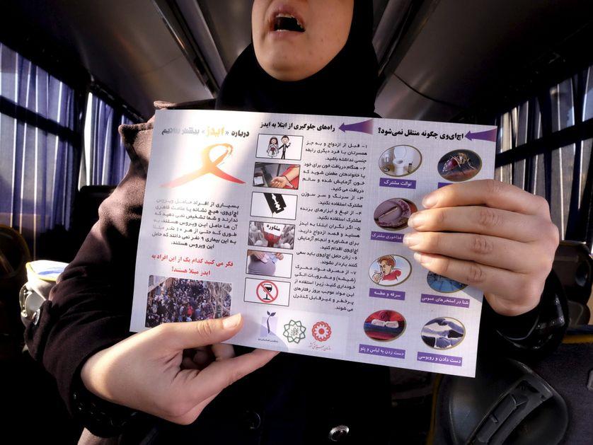 Un bus éducatif parcourt les rues de la capitale pour éduquer sur le SIDA