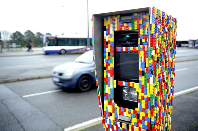 Radar décoré de Lego à Toulouse