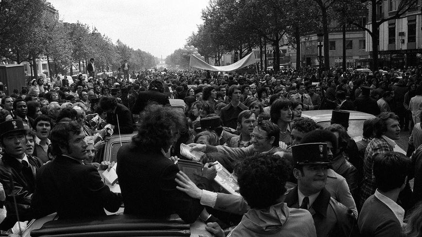 Les verts descendent les Champs-Élysées le 13 mai 1976