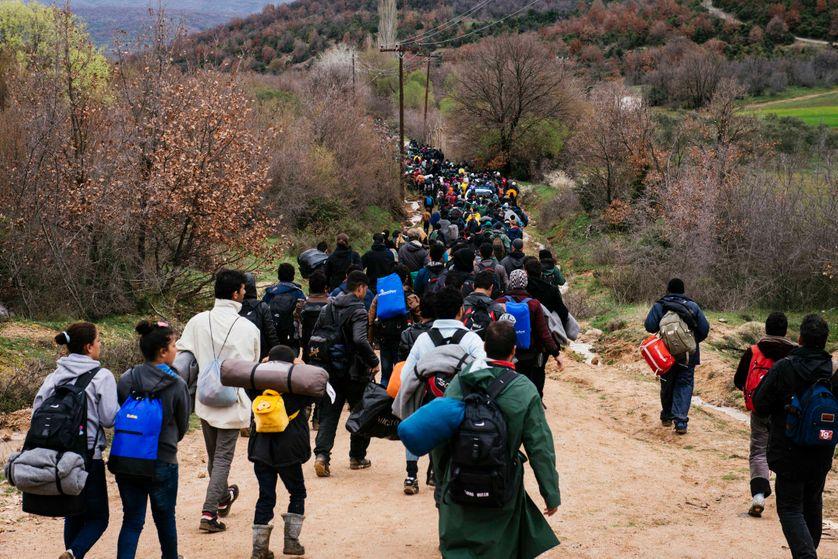 Des migrants tentent de trouver une nouvelle route pour passer en Macedoine.