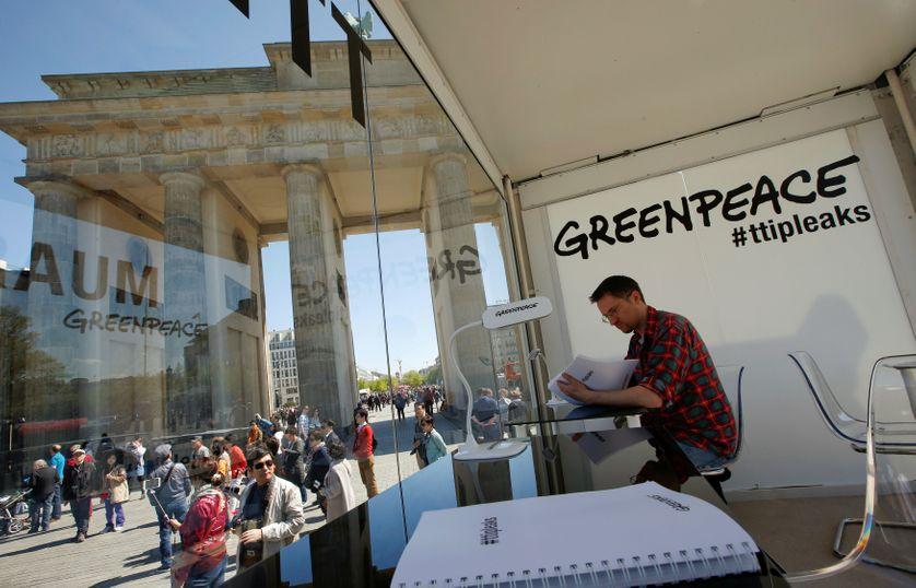 A Berlin Greenpeace a créée un espace pour lire les documents du TTIP