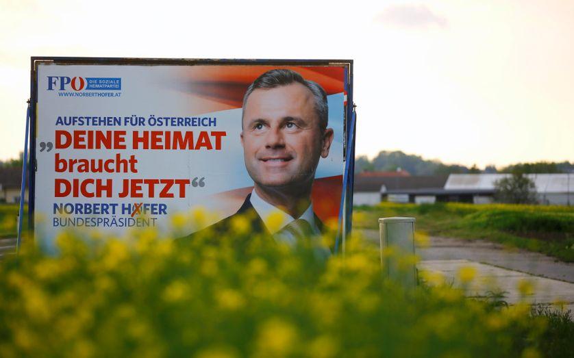 Affiche du FPO, N. Hofer, leader extrême droite, Nickelsdorf, Autriche, 3.05.16