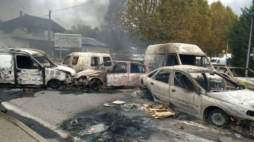Après les avoir désossées, les voleurs brûlaient les voitures