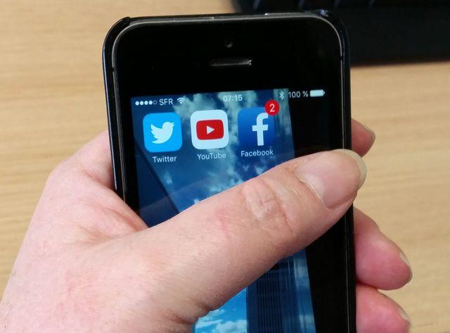 SOS Racisme et l'UEJF portent plainte contre Facebook, Twitter, Youtube