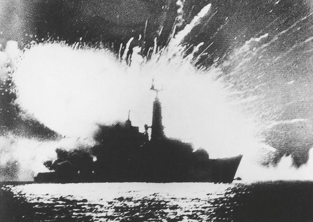 Explosion de la frégate britannique HMS Antelope, le 8 avril 1982