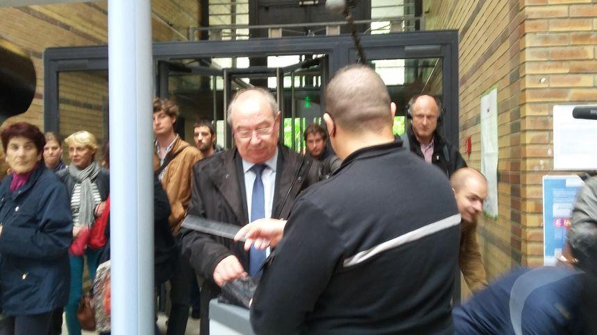 Michel Rotger arrivant au tribunal