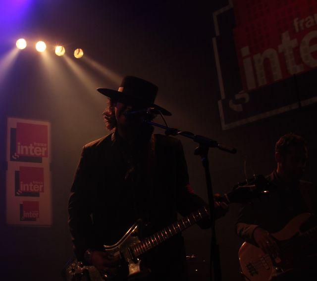 Brian Lopez, chanteur du groupe américain Xixa, en live au studio 105