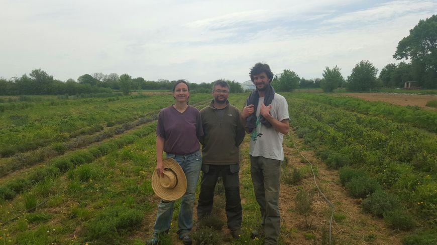 Joanie, Benjamin et Freddy sur leurs terres à Bouresse
