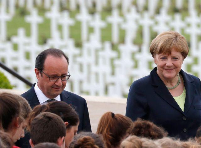 François Hollande et Angela Merkel ont rencontré les jeunes qui ont participé à la scénographie à Verdun
