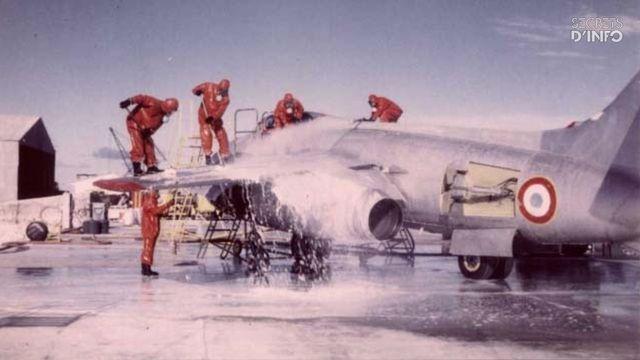 Décontamination d'un avion Vautour