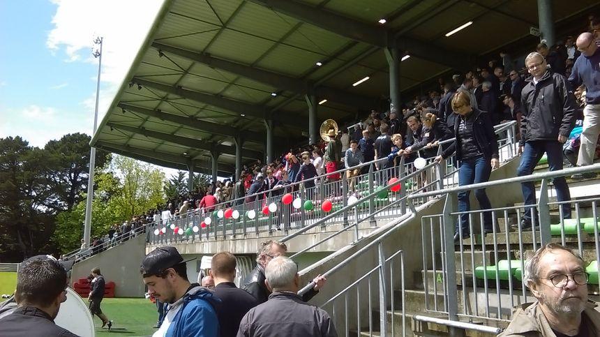 Près de 2000 supporters en tribunes