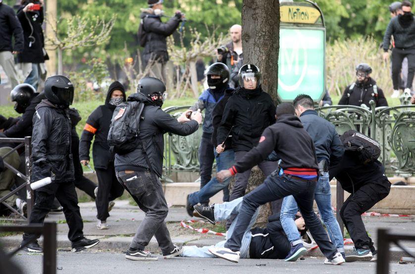 VIOLENCES PLACE DE LA NATION