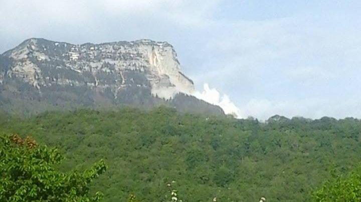 L'éboulement sous le Mont-Granier, ce samedi matin.