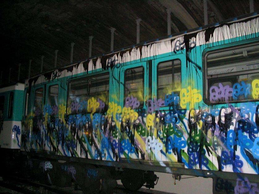 Tag dans le metro de paris
