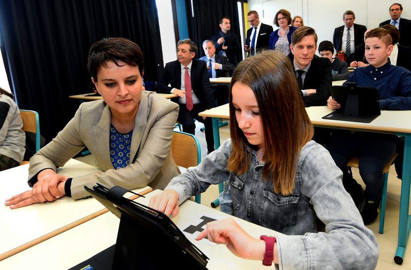 La ministre Najat Vallaud Belkacem en visite dans une classe à Cirey-sur-Vezouze