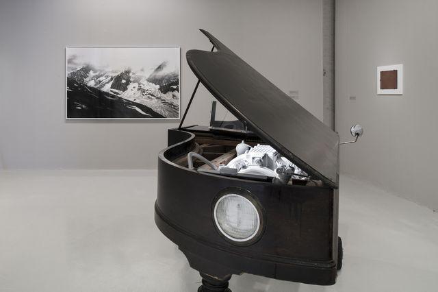 Le piano qui avance du manchot mélomane