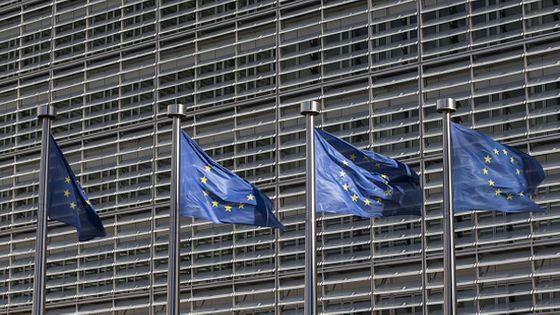 EU Flags Fly Outside The European Commission Building © Bloomberg / Contributeur