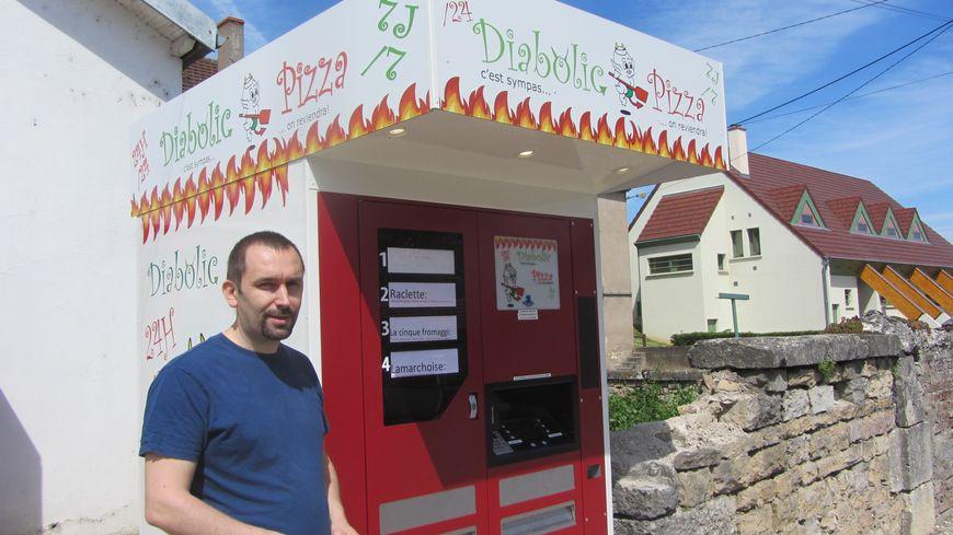 Le distributeur de Nicolas Lenoir fonctionne 7 jours sur 7, 24 heures sur 24.