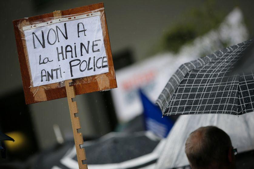 Rassemblement à l'appel des syndicats policiers à Paris, Place de la République