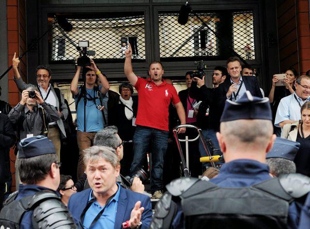 Près de 300 personnes sont venues manifester contre le rassemblement de Robert Ménard à Béziers