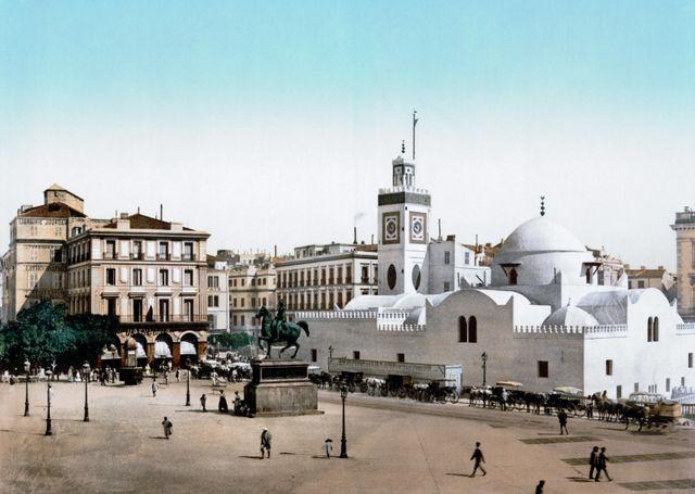 Place du gouvernement à Alger en 1899