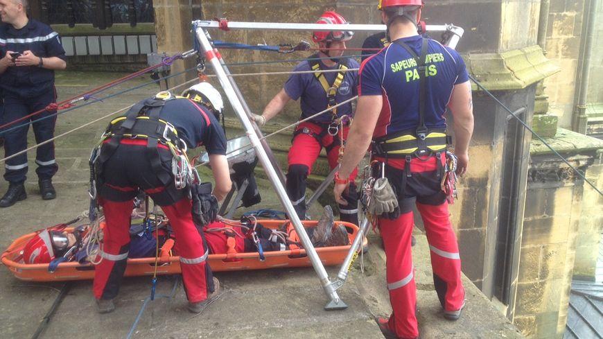 Photos cath drale de metz exercice spectaculaire des pompiers 50 m tres de hauteur - Grille indiciaire adjudant sapeur pompier professionnel ...