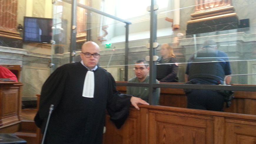Le père condamné avec son avocat