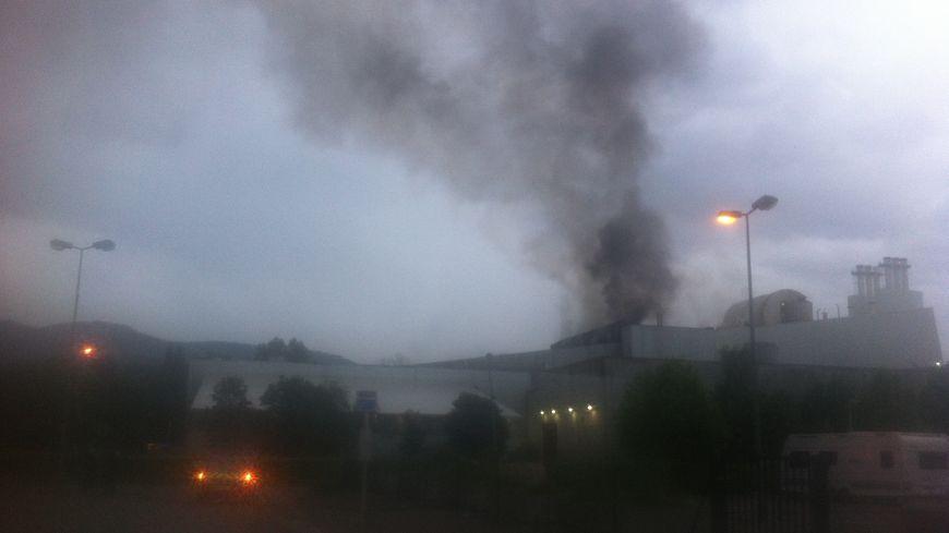 La fumée était très noire au dessus d'Athanor.