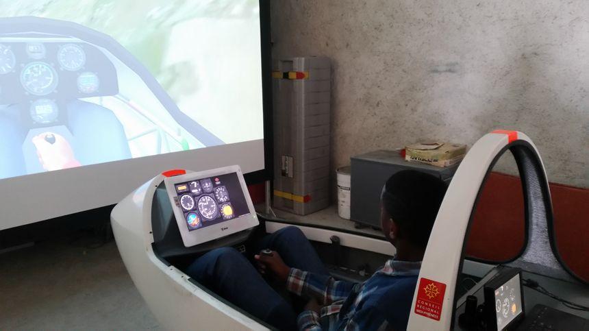 Les jeunes ont pu tester le pilotage virtuel, lors de cette journée