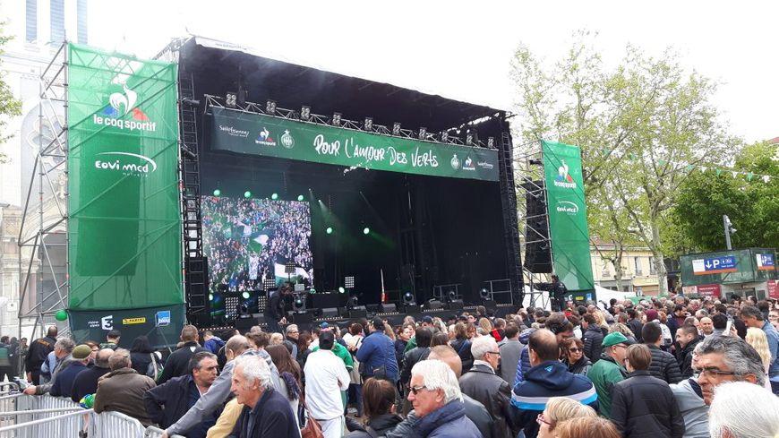 La foule au concert du 12 mai 2016, sur la place Jean Jaurès à Saint-Étienne.